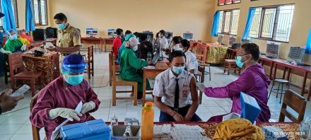 Vaksinasi Anak Usia 12-17 & 18 Tahun di Desa Tambakan